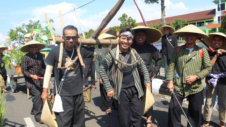 Inspektorat Raih Juara 2 Pawai Budaya HUT Purbalingga ke 189